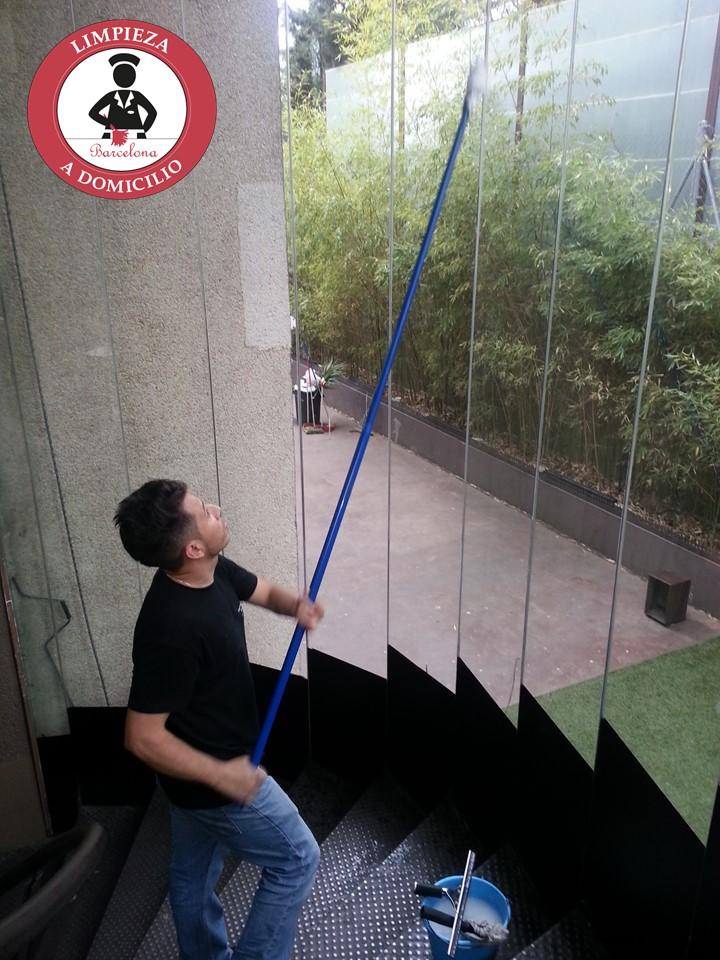 Limpieza de cristales a domicilio y a locales limpieza - Agencias de limpieza barcelona ...